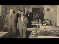 Giuseppe Meozzi (in primo piano) porta in visita le autorità nella sempre più moderna ed aggiornata falegnameria